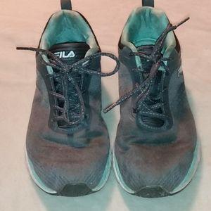Fila gray tennis shoe